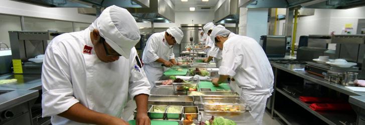 TPHCM thông tin về chủ trương mở lại dịch vụ ăn uống tại chỗ